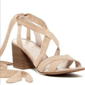 🆕Kenneth Cole Reaction Vee Free Block Heel Sandal